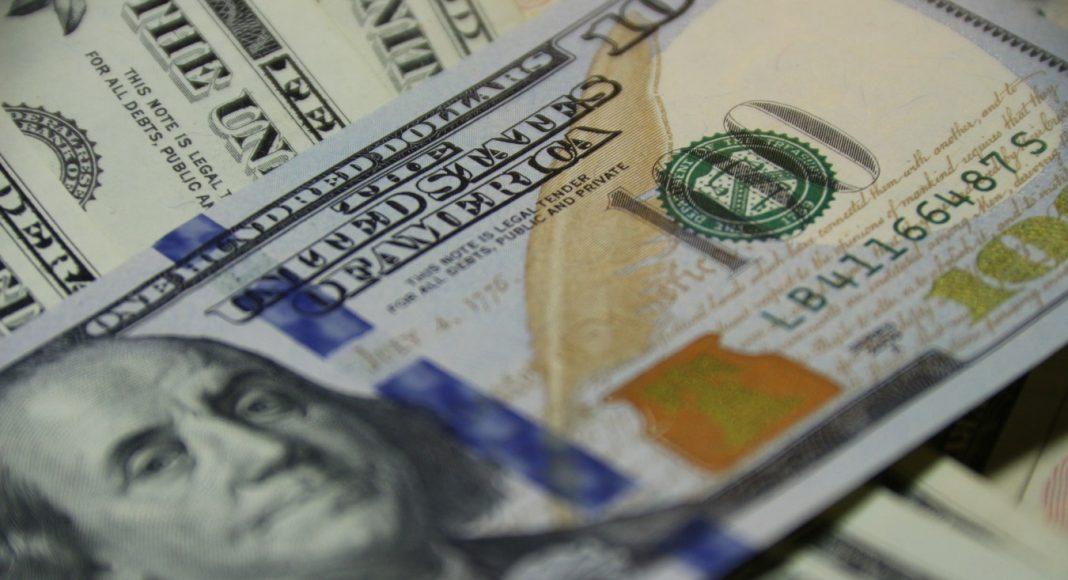 Взятка в долларах США в Узбекистане