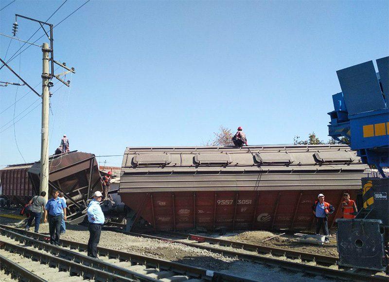 Товарный поезд сошел с рельсов в Ташкенте