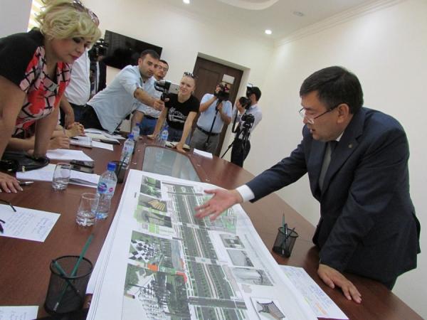 Хоким Самаркандской области Эркинжон Турдимов встретился с журналистами и обсудил с ними вопросы строительства новых жилых массивов, благоустройства имеющихся парков, проблемы общественного транспорта и развитие туристского потенциала региона.