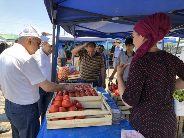 23 июня хоким Ташкента Джахонгир Артыкходжаев побывал на двух столичных рынках. Вначале он осмотрел Куйлюкский базар, оттуда направился на рынок «Чорсу».