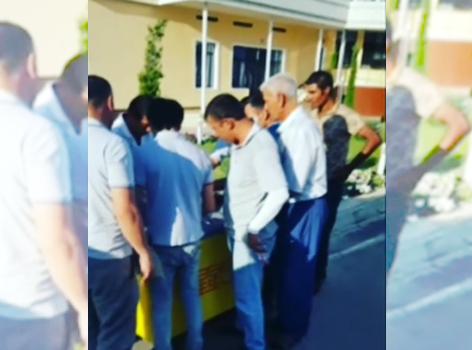 УБДД УВД Наманганской области нашло свой метод борьбы с несчастными случаями на дорогах, возникающими из-за усталости водителей. После того, как в Узбекистане наступила летняя жара, на перевале «Камчик» инспекторы начали угощать проезжающих мороженым, выдавая его бесплатно.