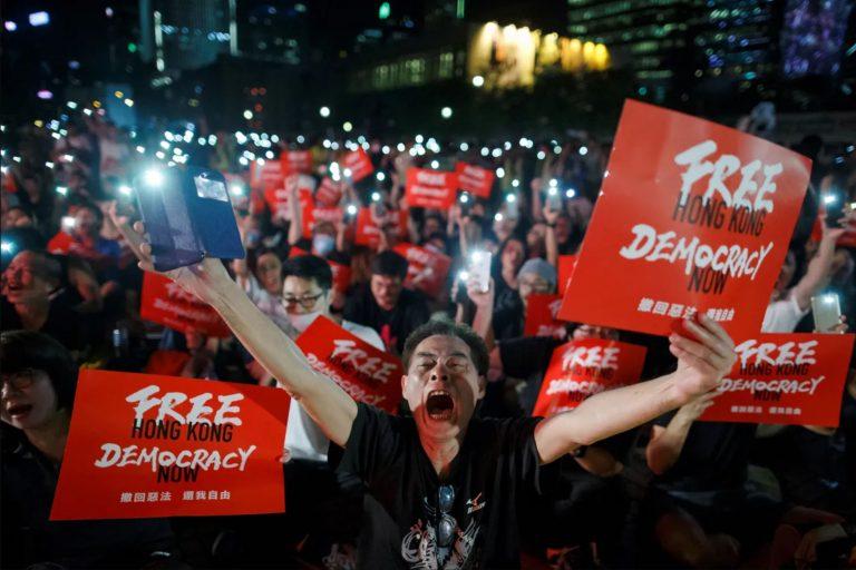 Антикитайские демонстрации в Гонконге — на улицы вышли миллионы человек