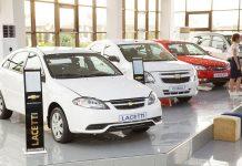 Chevrolet Lacetti и Chevrolet Cobalt в автосалоне в Ташкенте