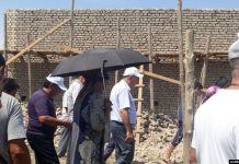 Хоким Хорезмской области Фарход Эрманов ведет переговоры с недовольными жителями