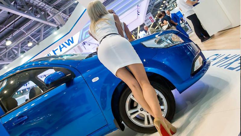 Мирзиёев поручил UzAuto Motors создать новый дешевый автомобиль