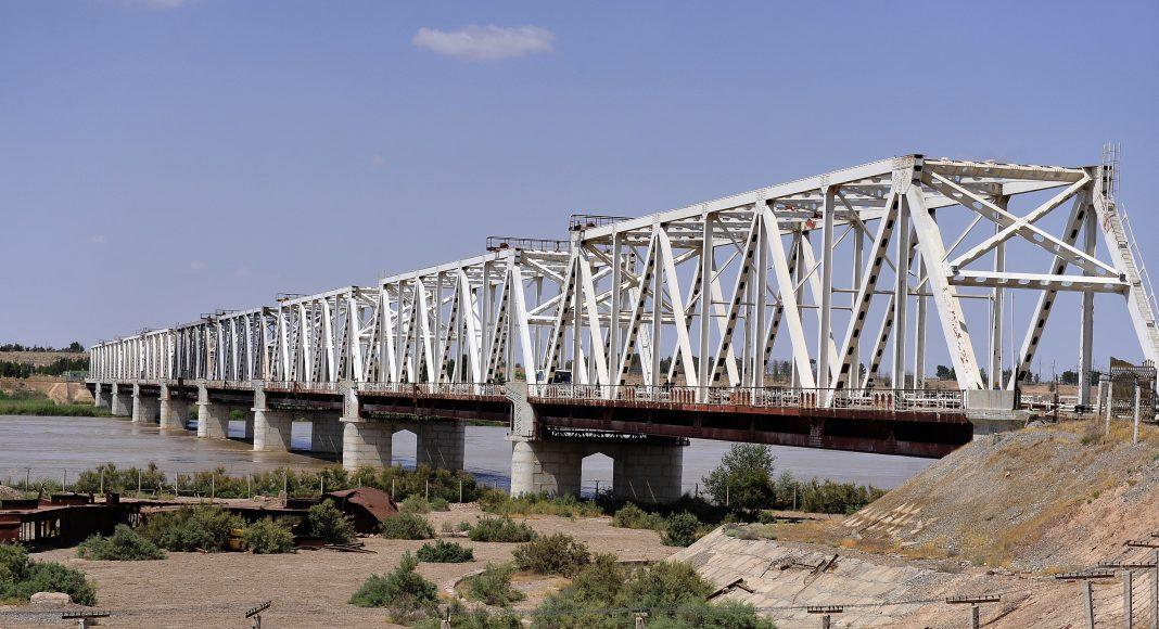 «Мост Дружбы» через Амударью — соединяет Узбекистан и Афганистан. С 1989 года носит название «Хайратон».
