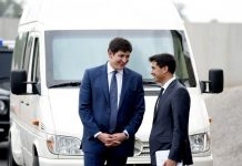 Заместитель главы службы безопасности президента Узбекистана Отабек Умаров (слева)