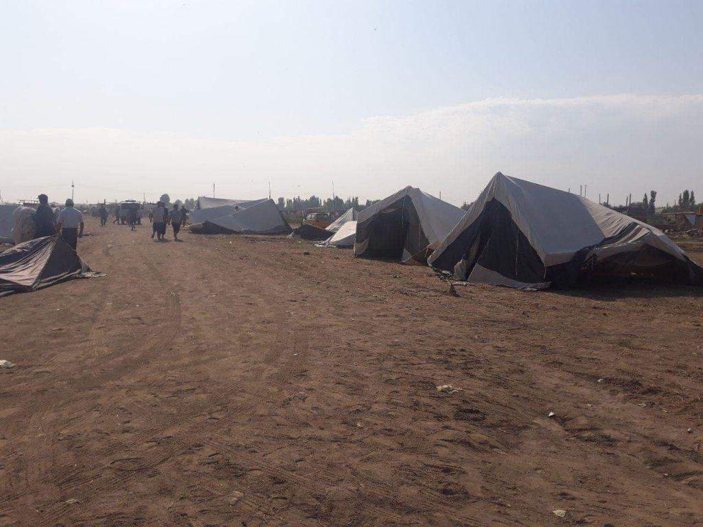 Палаточный лагерь для жителей улицы Ашхабад города Ургенча. ( фото Гул Аим, с группы Ташкент-Снос)