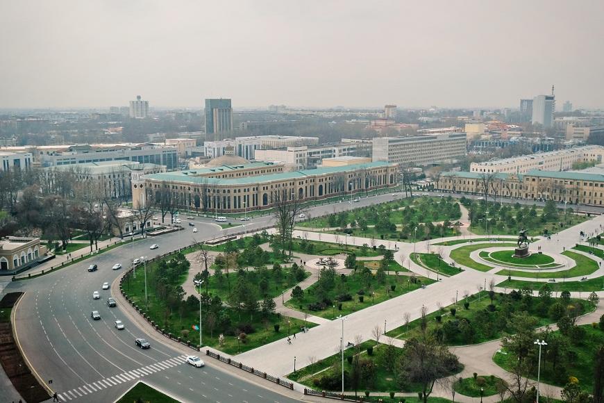 Ташкентский Сквер в 2017 году. От варварской вырубки центр Ташкента не оправится еще несколько десятков лет. Ради чего?