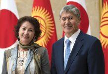 Алмазбеку Атамбаеву разрешили встретиться с супругой