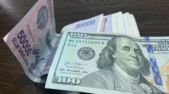 Доллар и сум