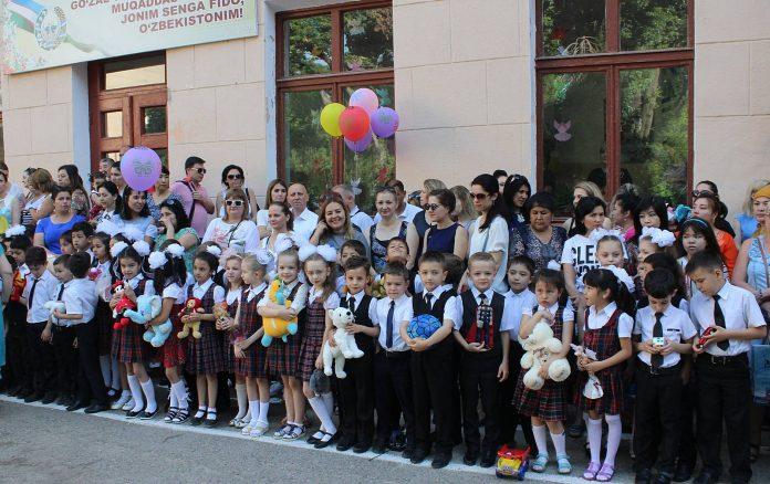 Праздничная линейка в школе №103 города Ташкента