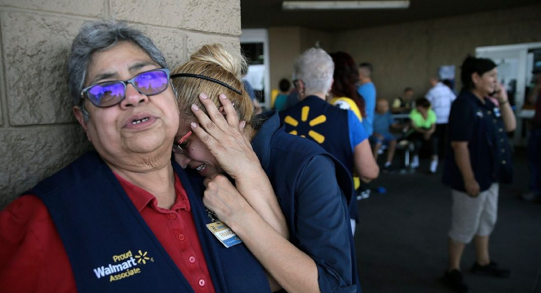 В городе Эль-Пасо (штат Техас) открыли стрельбу в торговом центре Walmart. Пострадали не менее 22 человек, есть как минимум несколько погибших. CNN сообщает со ссылкой на мэра города, что полиция задержала трех подозреваемых.
