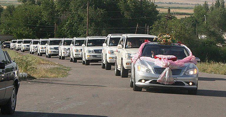 В Самарканде арестовали водителей свадебного кортежа
