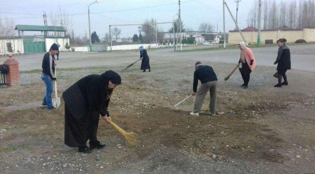 Министерство народного образования Узбекистана расследует сообщения от учителей из Самарканда о том, что школьных учителей заставляют работать в Самаркандской и Наманганской областях