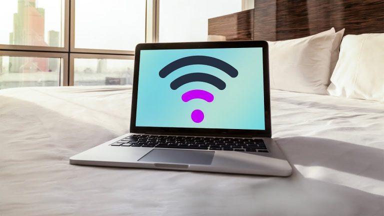 Аэропорты и вокзалы обеспечат Wi-Fi на скорости от 4 мб/с