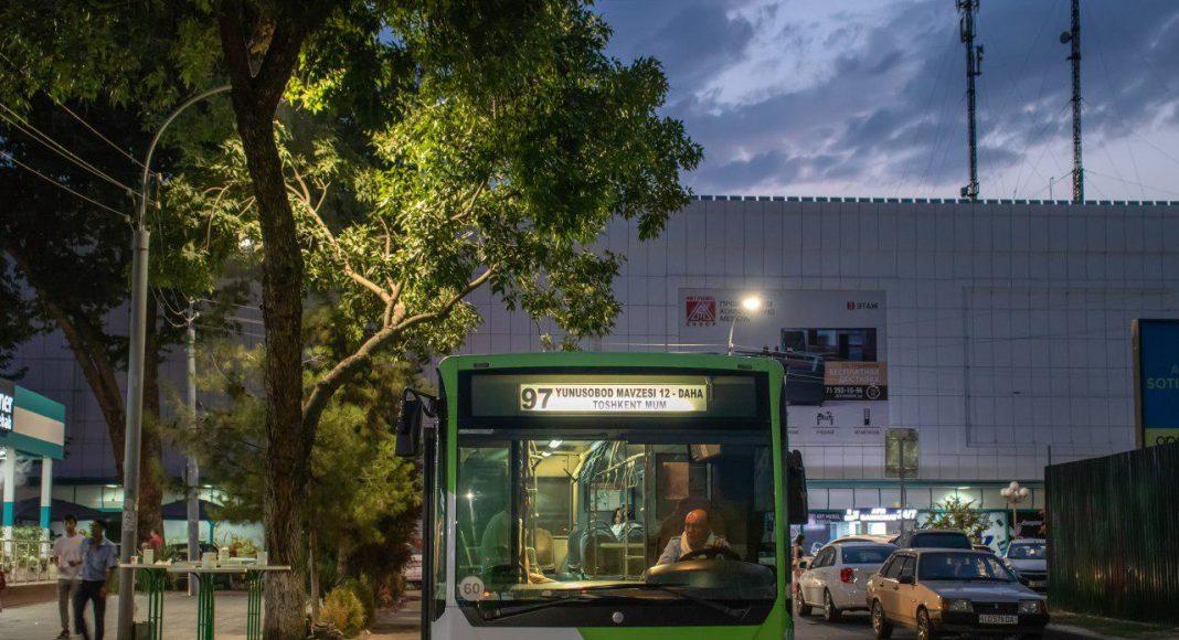 Автобус Mercedes-Benz Connecto Low Floor на конечной остановке ЦУМ в Ташкенте | фото: https://t.me/KoDnu