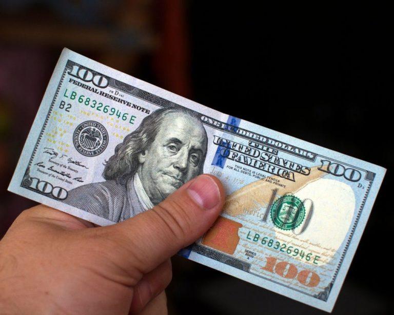Центральный банк установил новые курсы валют: доллар вырос