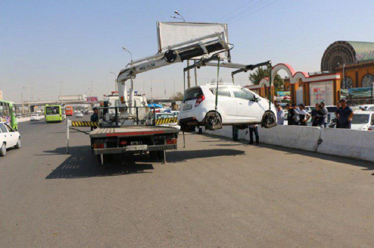 В Ташкенте начали работать эвакуаторы: на штрафстоянку забирают машины, припаркованные под знаком «Остановка запрещена»