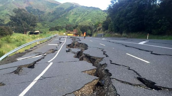 Предсказывать землетрясение