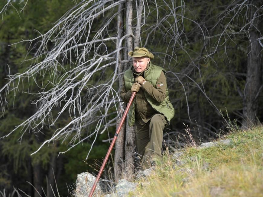 7 октября Владимиру Путину исполняется 67 лет. Накануне своего дня рождения президент России вместе с министром обороны Сергеем Шойгу приехали в сибирскую тайгу, пособирали грибочков и ягоды, а также полазали по горам.