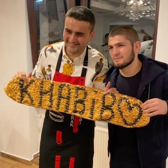 Турецкий повар напугал Хабиба Нурмагомедова своим фокусом