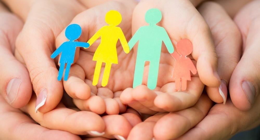 Усыновлять детей