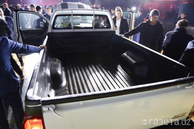 Завод SamAuto презентовал новую модель — грузопассажирский внедорожник-пикап Isuzu D-Max. Новая модель будет доступна в трех модификациях и семи цветах, цена — от 270 до 380 млн сумов.