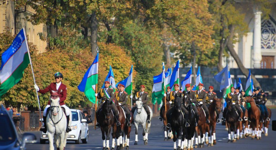 Конный парад в честь Дня флага Узбекистана