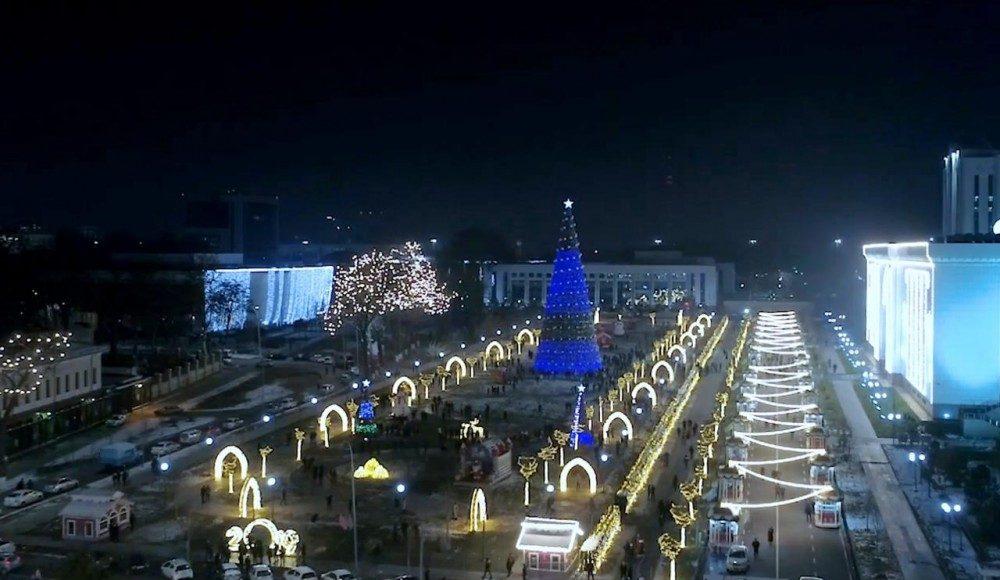 В городской администрации Ташкента назвали 14 мест, где проходят новогодние гулянья. Они начались 22 декабря и продлятся до 8 января.