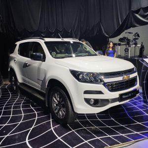 UzAuto Motors (GM Uzbekistan) опубликовала цены на новые модели внедорожников, которые будут производиться в Узбекистане. Это кроссовер Equinox, рамный внедорожник Trailblazer (Трейлблейзер), джип с несущим-кузовом Traverse (Траверс), и внедорожник премиум-класса Tahoe (Тахо).
