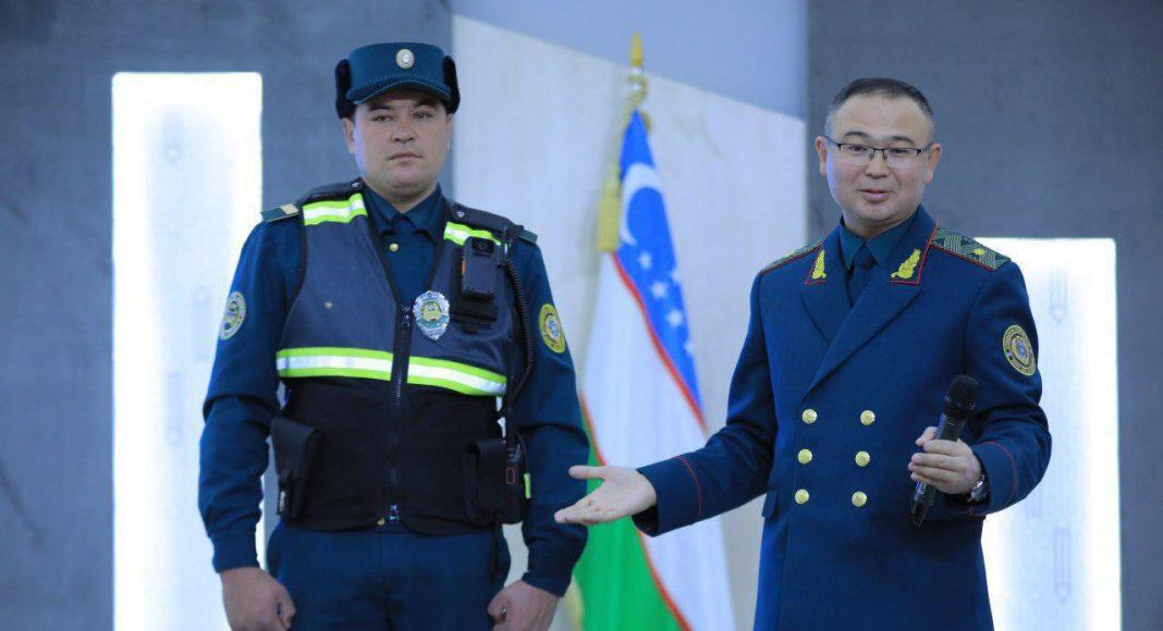 В МВД Узбекистана показали новую экипировку сотрудников ГСБДД (ГАИ) Узбекистана. С 1 января все инспекторы ГАИ обязаны нести службу с нательными камерами.