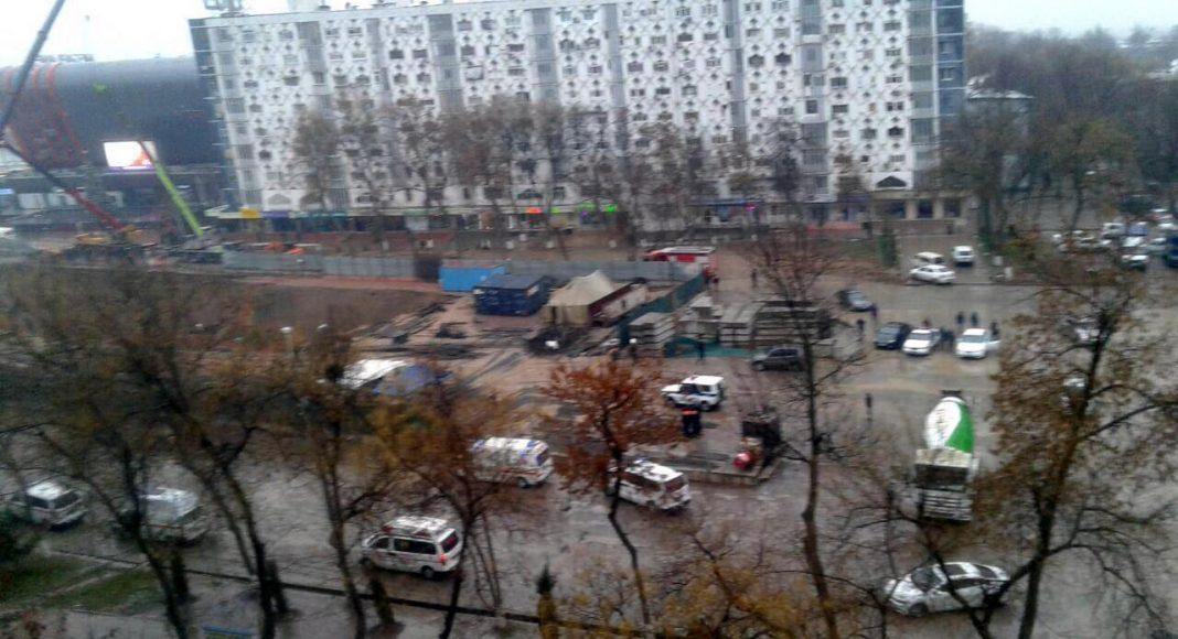 На открытом участке строительства Юнусабадской линии метро в Ташкенте произошел частичный обвал. Улицы возле места ЧП перекрыты, автобусы изменили маршруты.