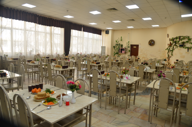 """В ответ на критику Минздрав опубликовал подборку постановочных фото из  санатория """"Бустон"""", в котором живут 250 эвакуированных из Китая узбекистанцев."""