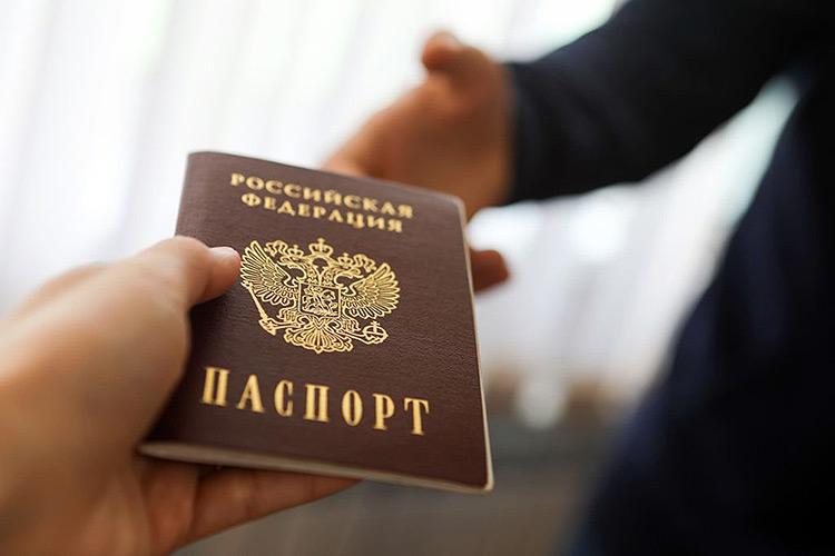 Жители Казахстана и еще трех стран смогут получать гражданство России на 5 лет раньше