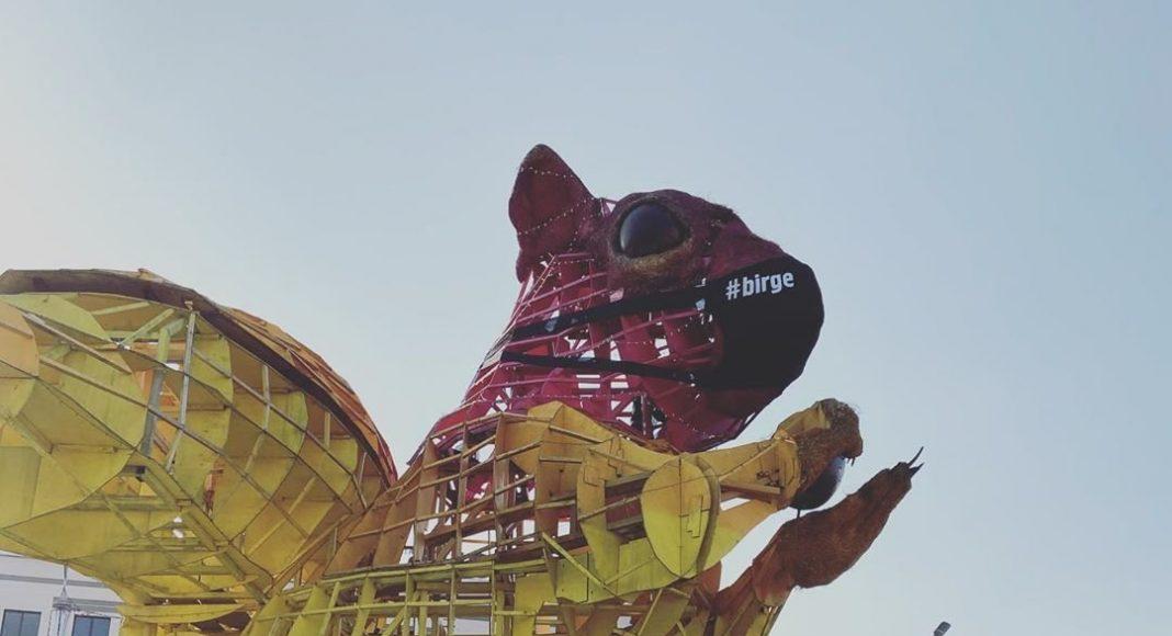 На мордочке Алматинской Белки появилась маска, как символ единения горожан в борьбе с коронавирусом
