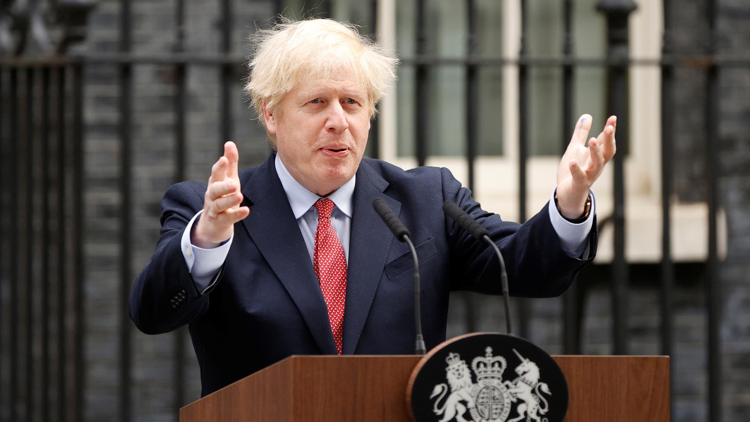 «Великобритания станет сильнее, чем когда-либо прежде». Борис Джонсон вернулся к работе после COVID-19