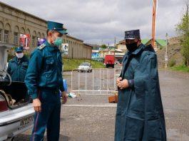 Сотрудники милиции в Намангане во время карантина по коронавирусной инфекции нового типа COVID-19