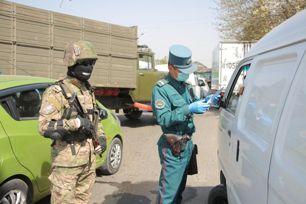 Совместное патрулирование ДПС и Вооруженных сил во время карантина в Ташкенте / фото: Министерство обороны Узбекистана